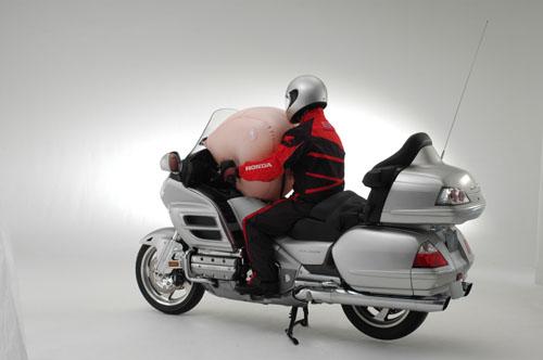 Honda predstavila vazdušni jastuk za Gold Wing