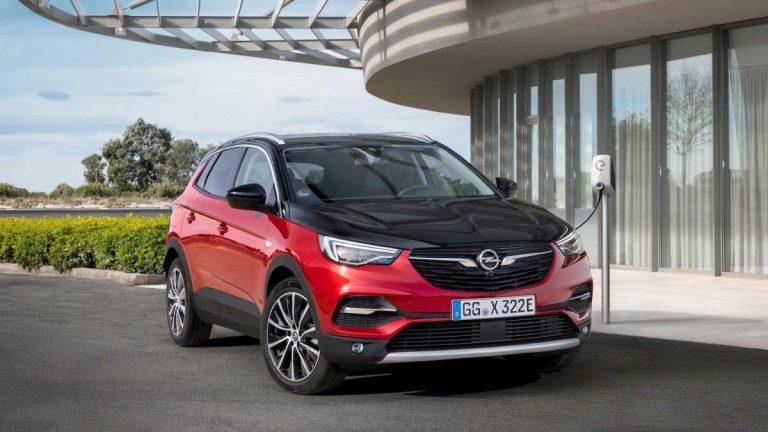 Opelova premijera – Grandland X Hybrid4