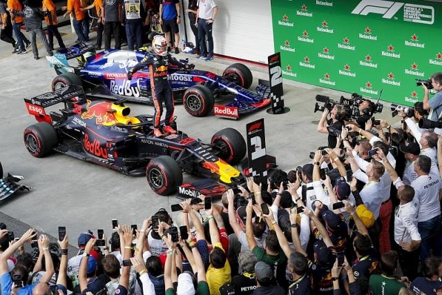 F1: Verštapen pobednik na haotičnoj VN Brazila