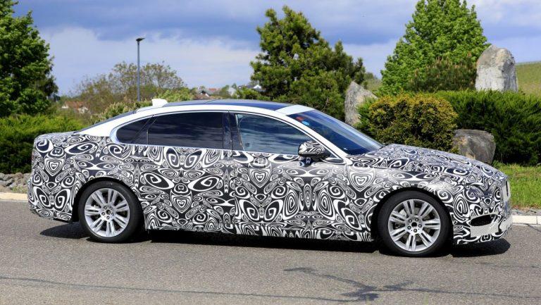 Špijunske slike Jaguara XF