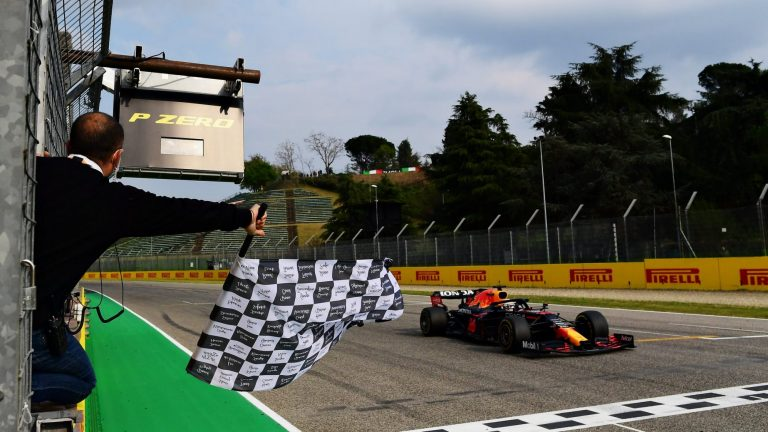 F1: Verštapen pobednik na haotičnoj trci u Imoli