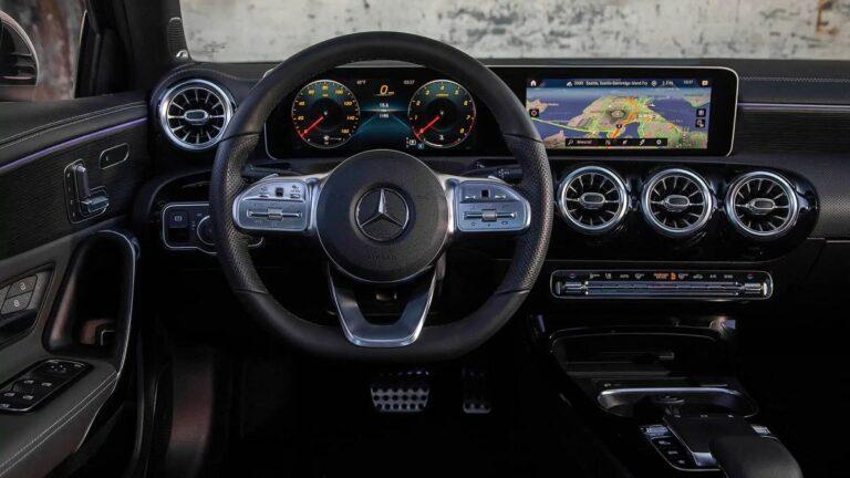 Mercedes povlači 342.366 automobila zbog softvera
