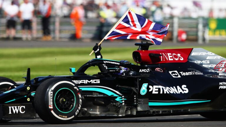 F1: Hamilton pobednik na VN Velike Britanije posle udesa sa Verštapenom